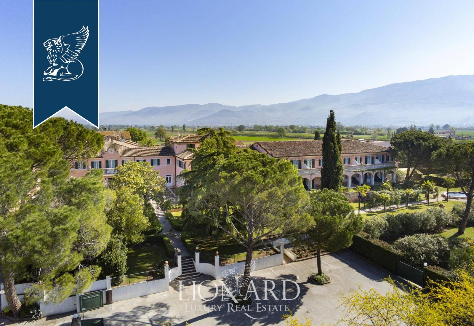 Villa in Vendita a Montefalco: 3188 mq  - Foto 1