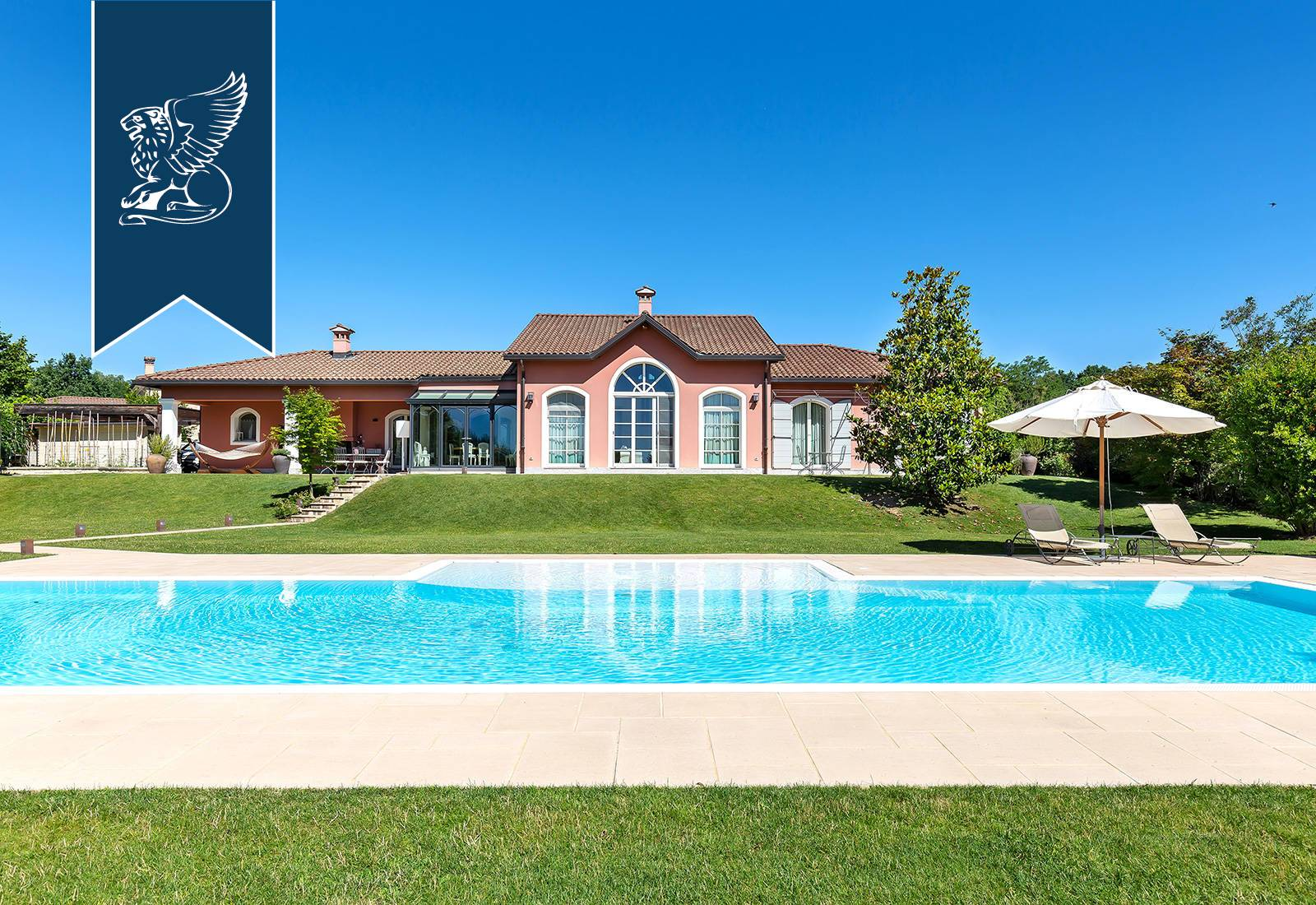 Villa in Vendita a Bogogno
