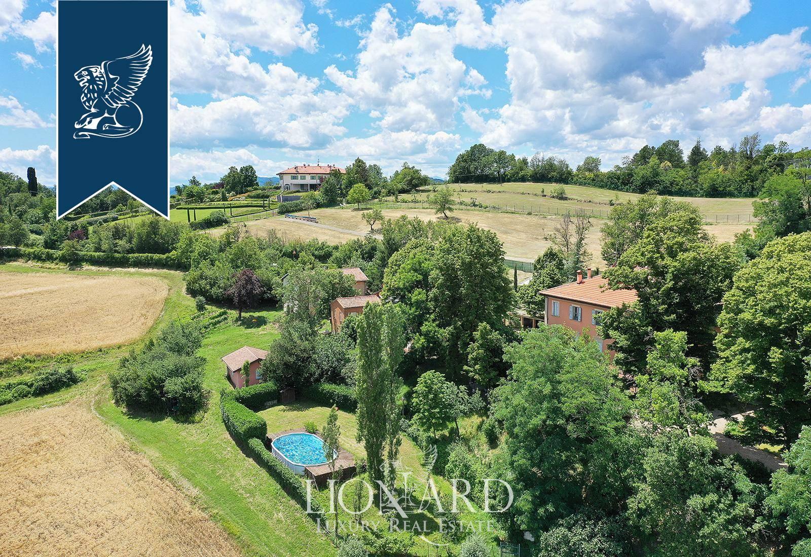 Villa in Vendita a Bologna: 1300 mq