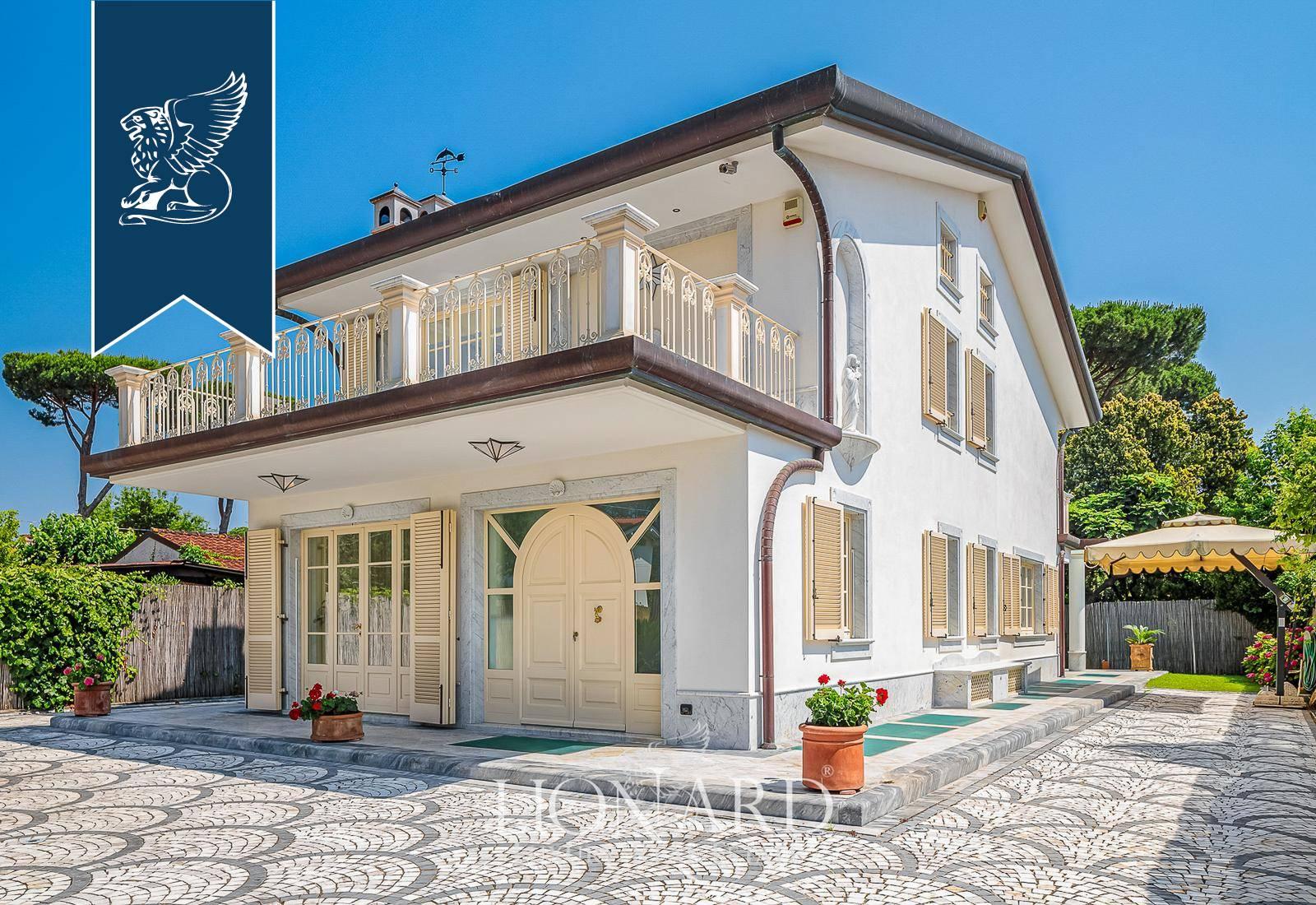 Villa in Vendita a Forte Dei Marmi: 350 mq