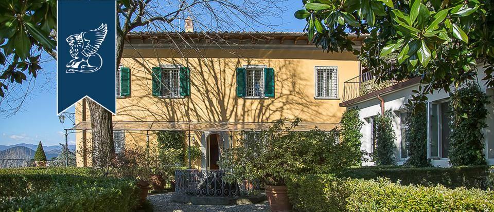Villa in Vendita a Prato: 900 mq