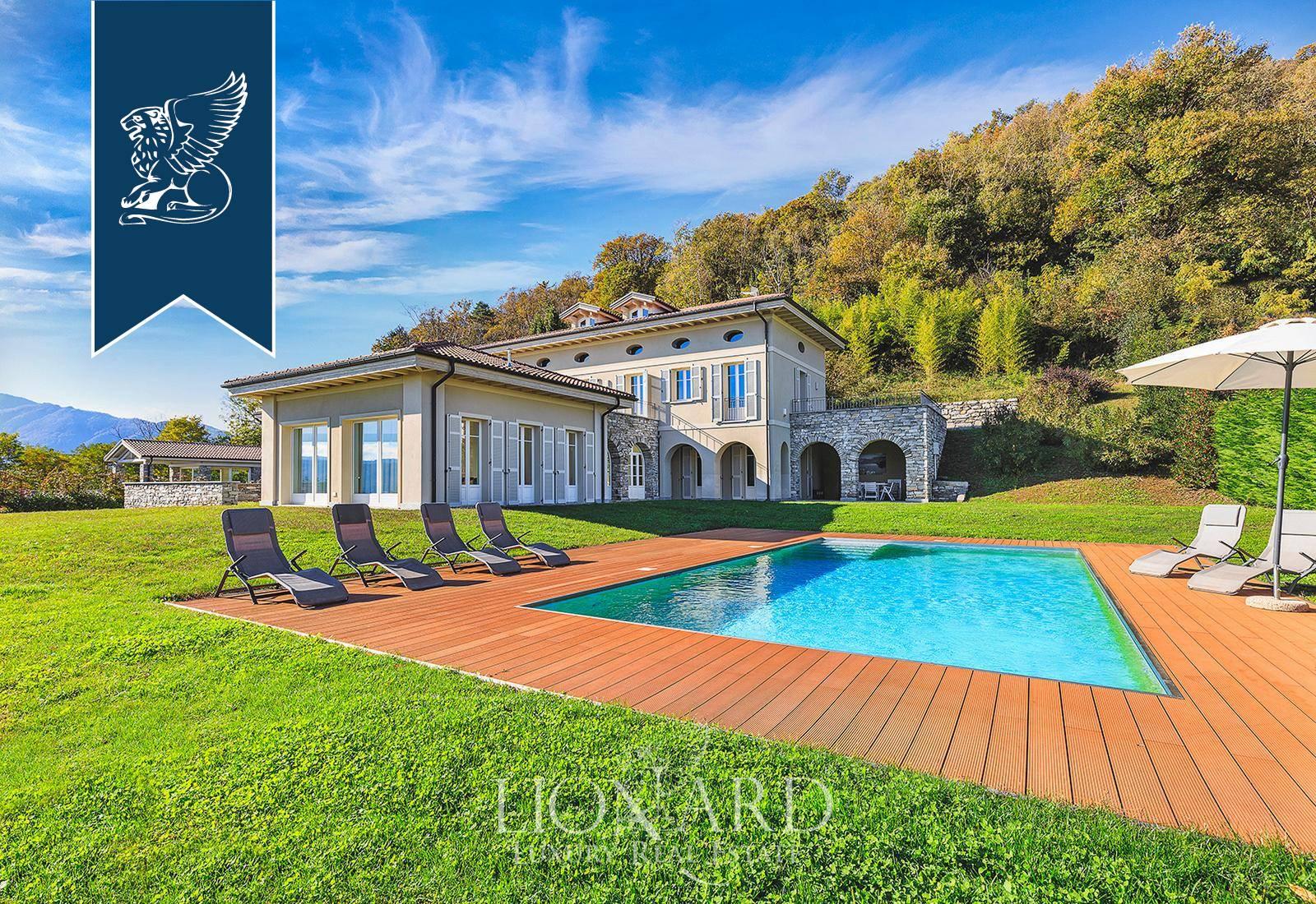 Villa in Vendita a Verbania: 505 mq