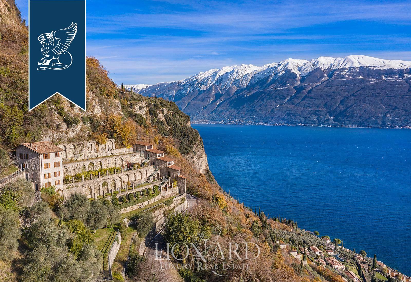 Villa in Vendita a Gargnano: 650 mq