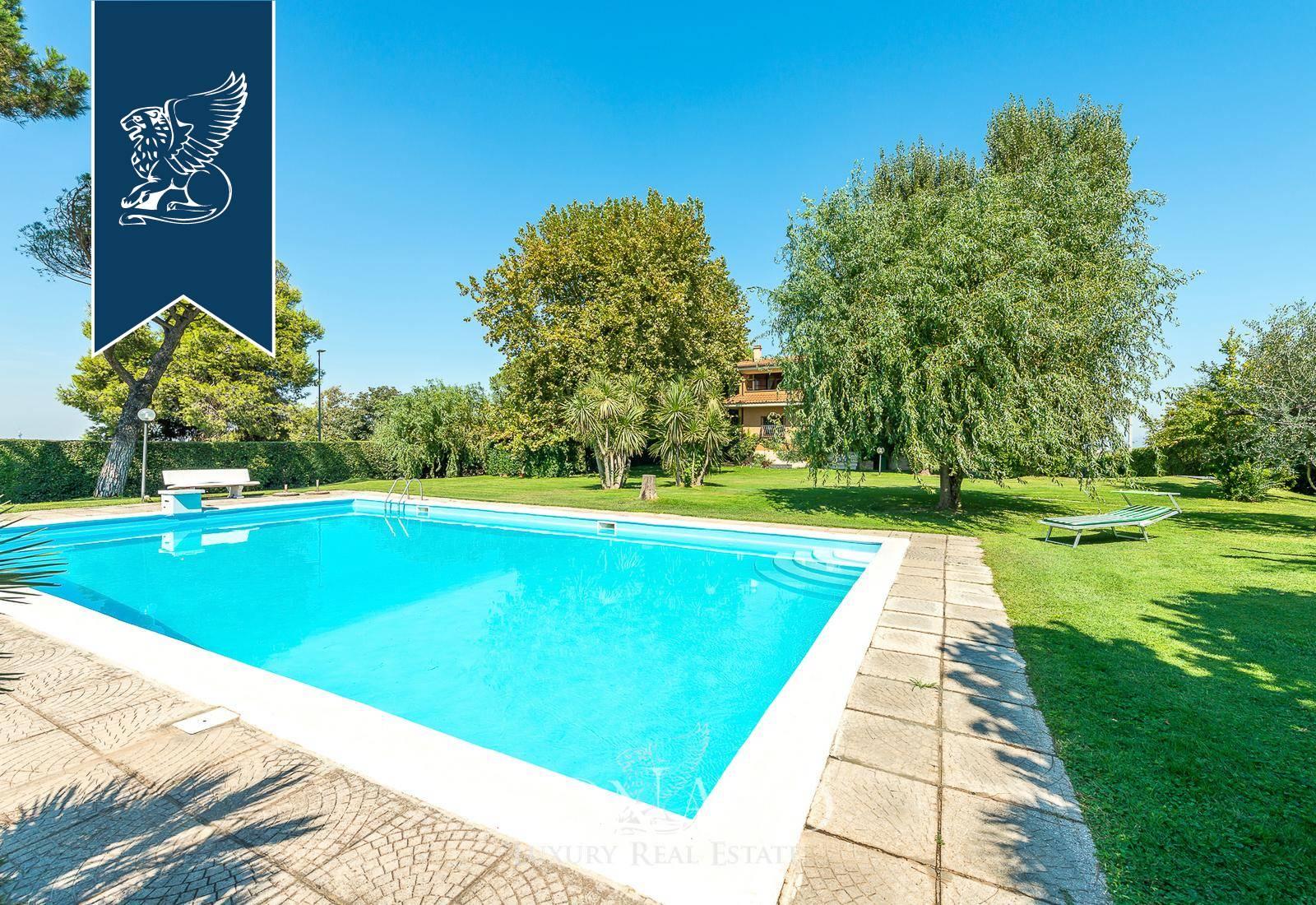 Villa in Vendita a Roma: 0 locali, 450 mq - Foto 1