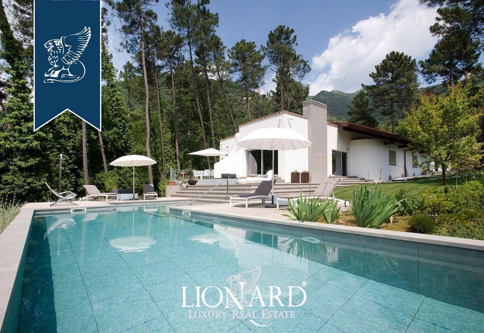 Villa in Vendita a Camaiore: 250 mq  - Foto 1