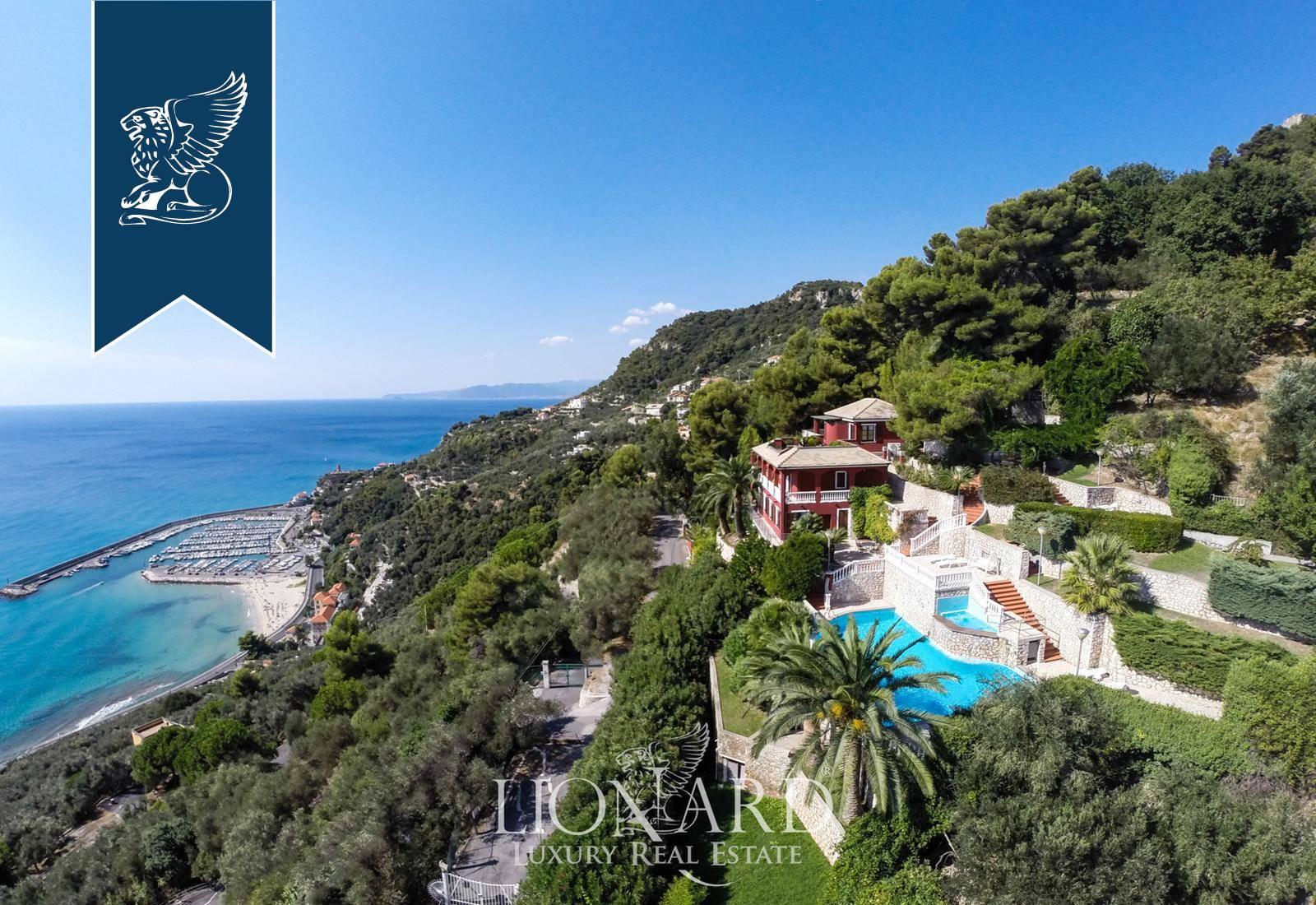 Villa in Vendita a Finale Ligure: 430 mq