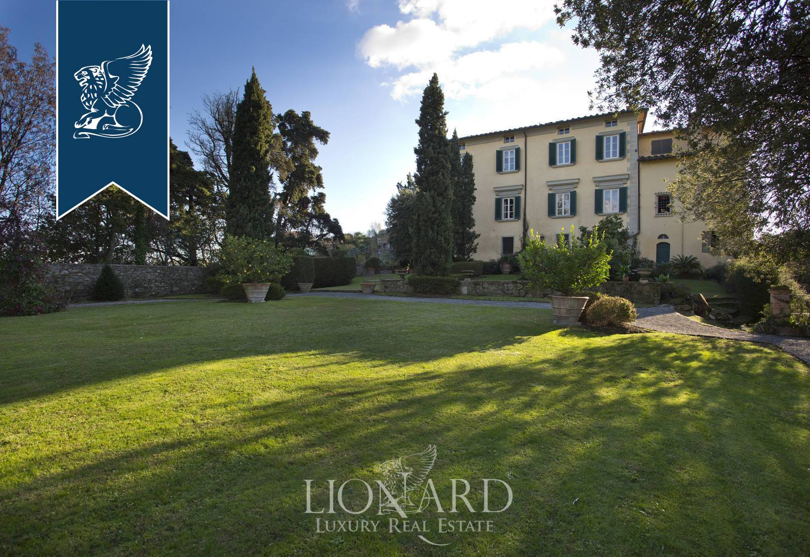 Villa in Vendita a Camaiore: 800 mq