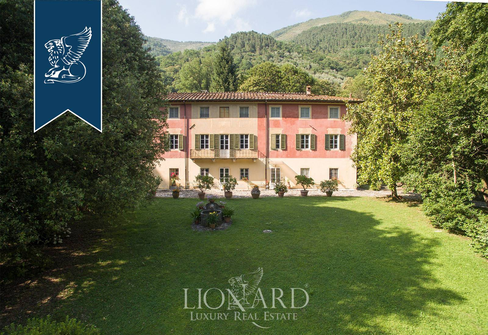 Villa in Vendita a Borgo A Mozzano: 1700 mq  - Foto 1
