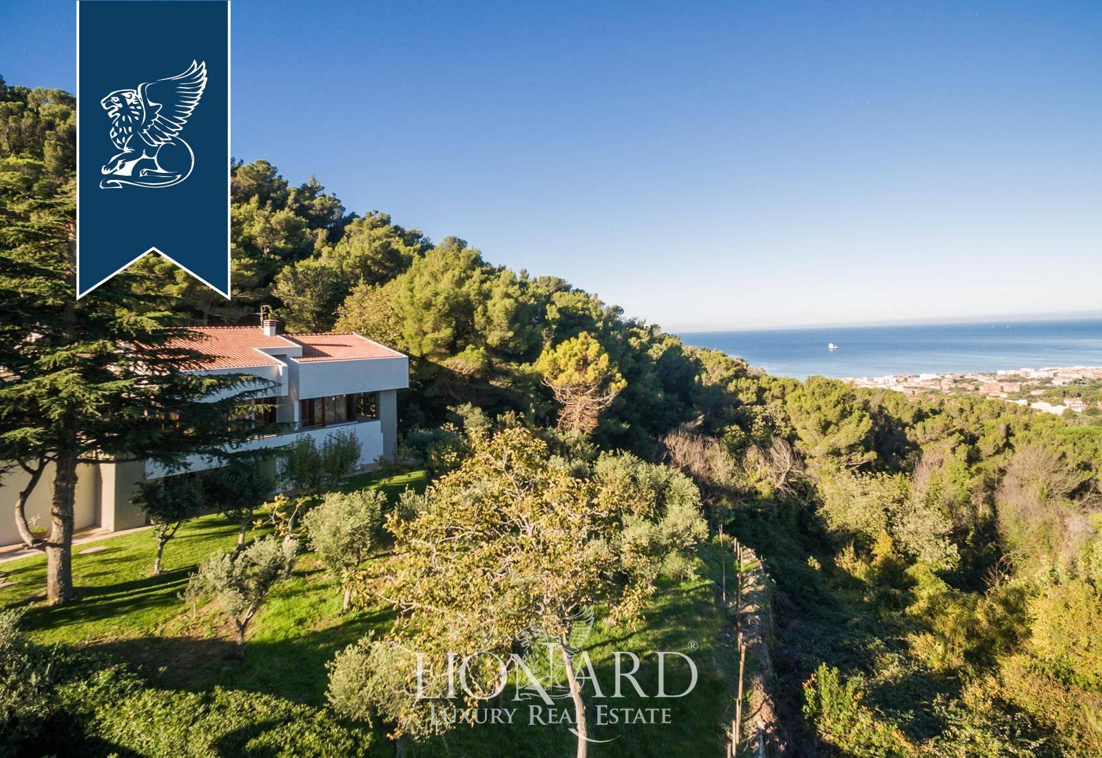 Villa in Vendita a Livorno: 500 mq  - Foto 1