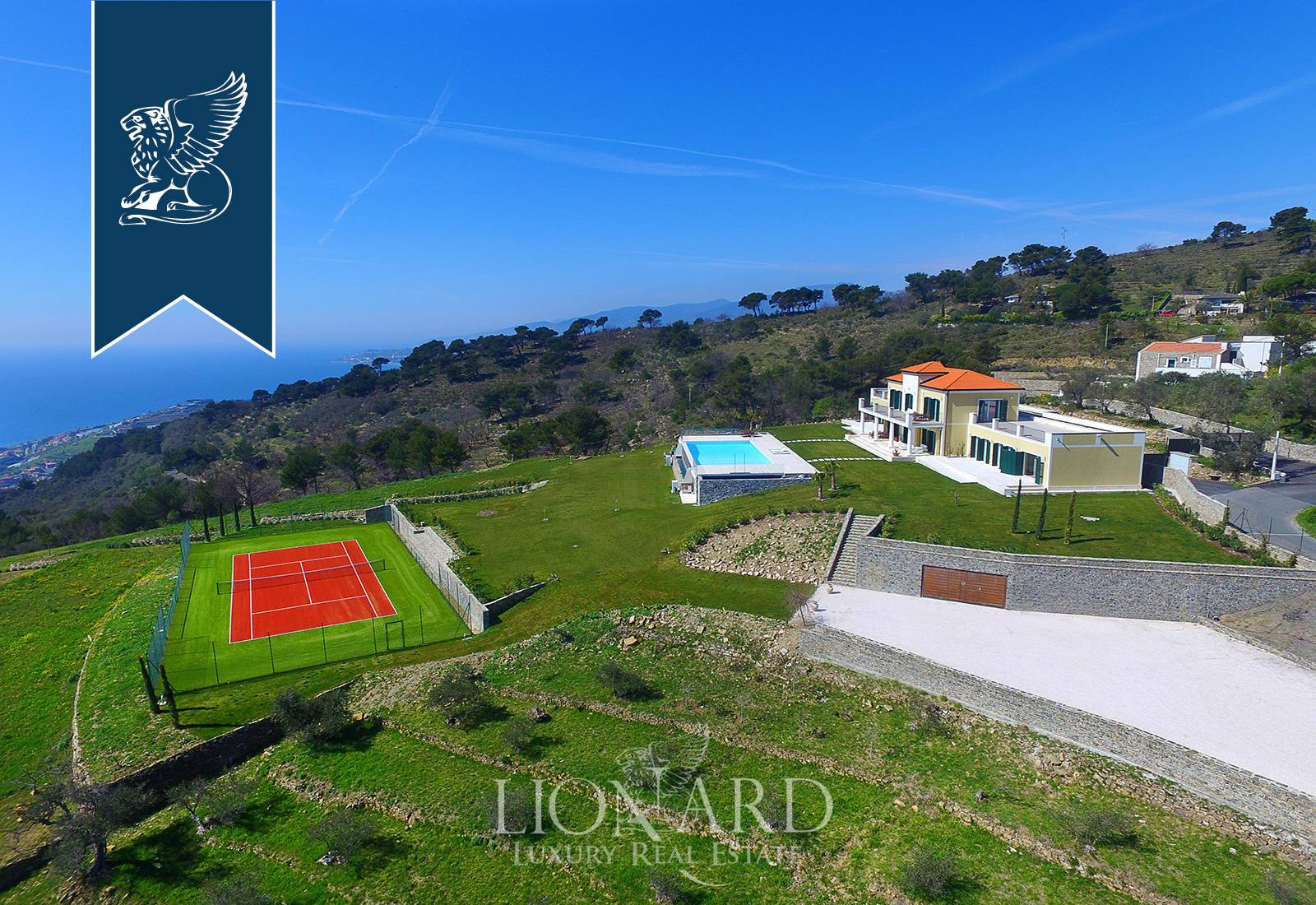 Villa in Vendita a Cipressa: 800 mq