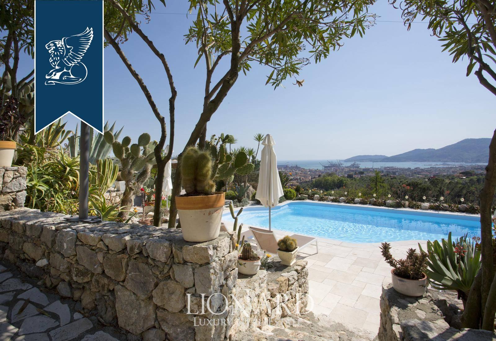 Villa in Vendita a La Spezia: 700 mq