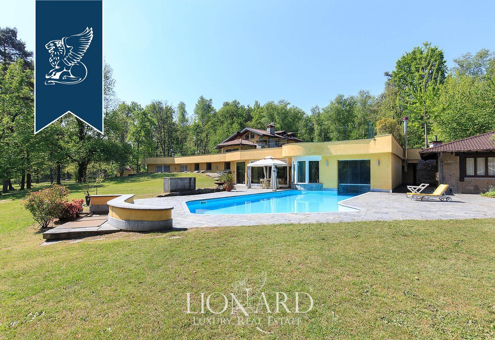 Villa in Vendita a Agrate Conturbia: 1250 mq  - Foto 1