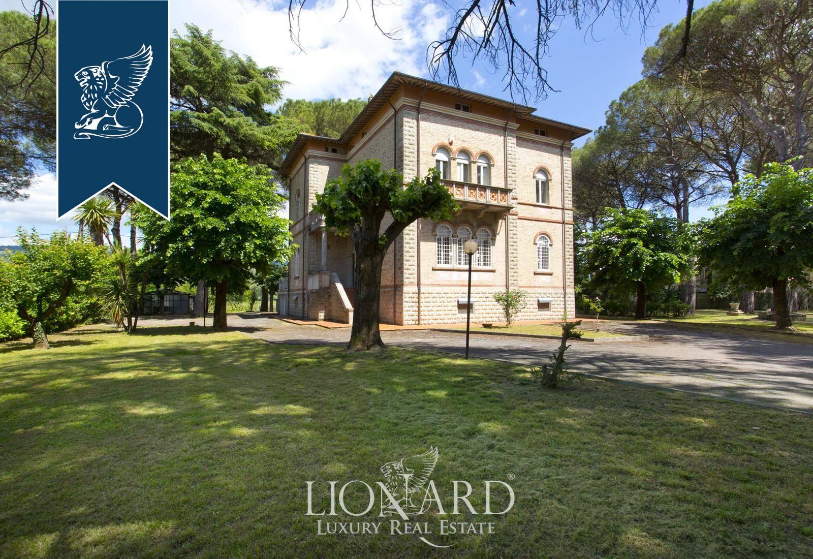 Villa in Vendita a Assisi: 700 mq